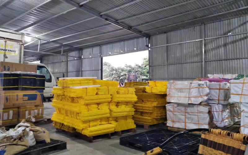 Hàng hóa được sắp xếp và đóng gói vận chuyển đi Hưng Yên